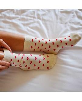 Chaussettes mixtes dépareillées motif coeurs