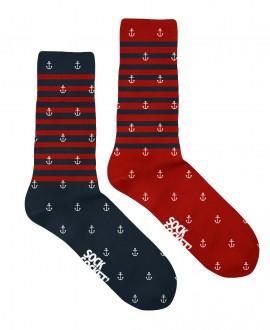 Chaussettes mixtes motif marinière rouge et bleue dépareillées